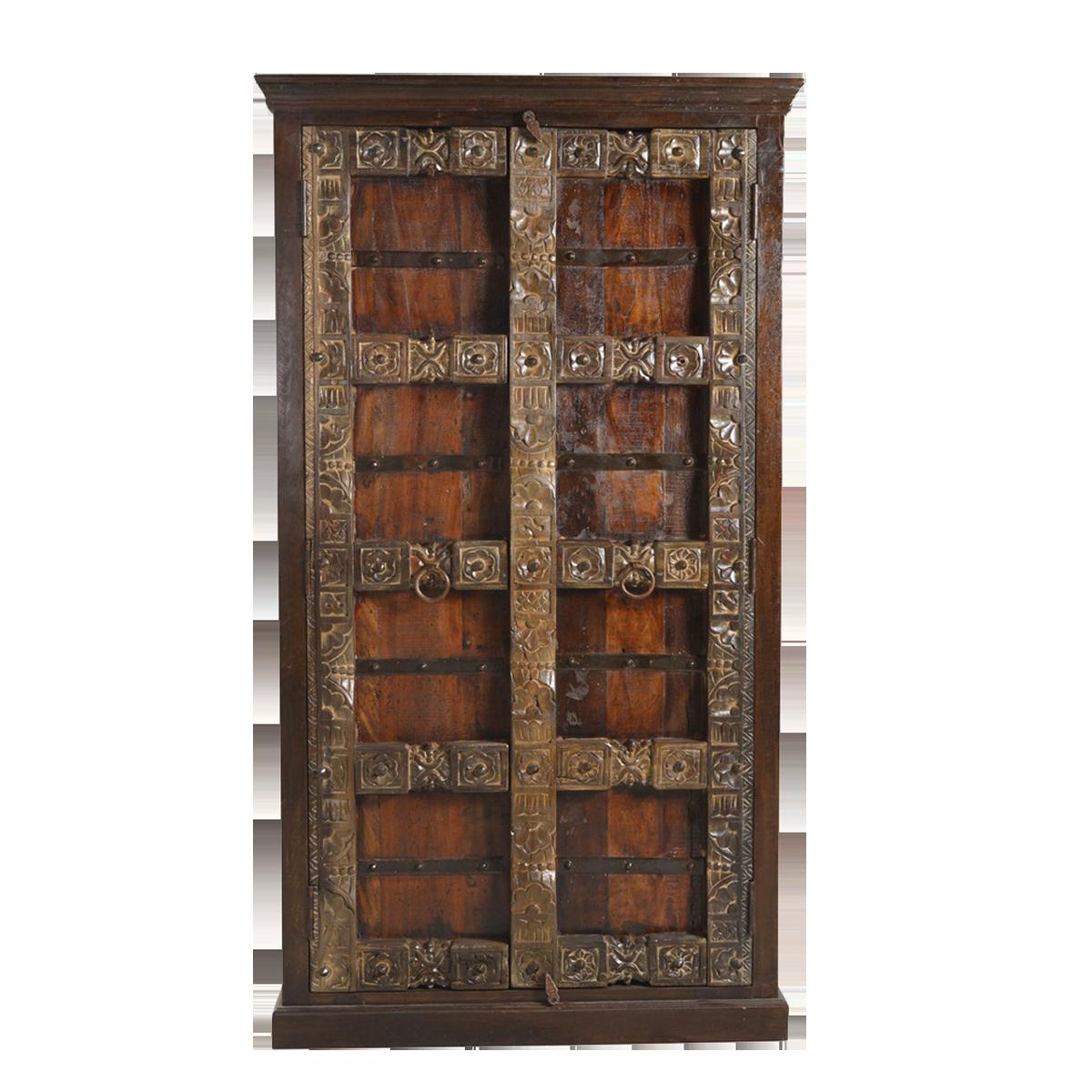 Massiver Schrank Aus Holz Braun Mit Schnitzereien Und Verzierungen